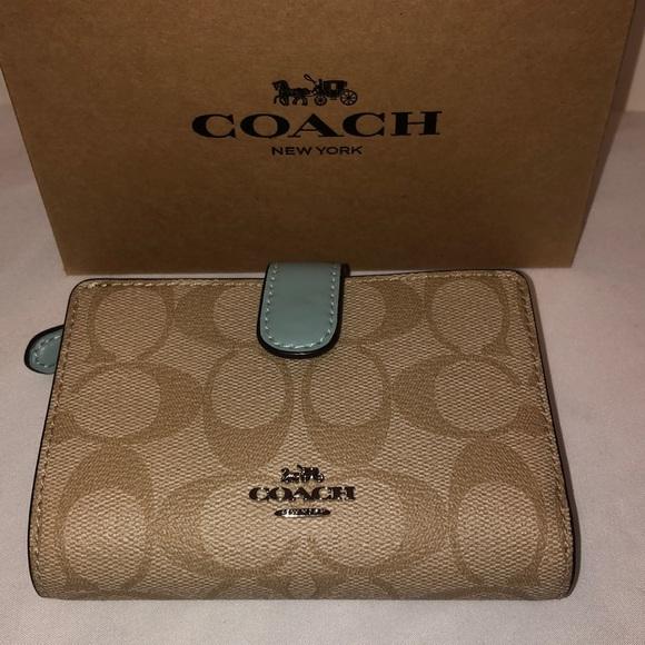 Coach Handbags - NWT Coach Wallet